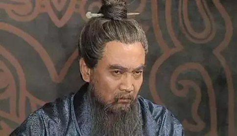 曹操打赢官渡之战最大功臣是谁?
