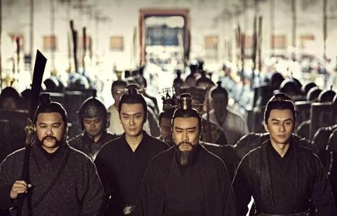 曹操怎么看待刘备和孙权?能和曹操平起平坐的人是谁?