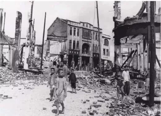 戰爭年代的孩子生活是怎樣的?戰火中的生死離別歷史老照片