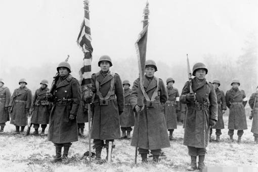 二战一位日本飞行员的作死举动,让10万日本侨民倒了血霉