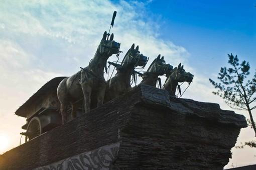 秦国一统六国后反而变的不堪一击?秦国是如何快速衰落的?