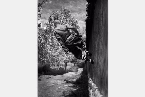 一组20世纪70年代中国少林寺和尚练功照片,都是真功夫