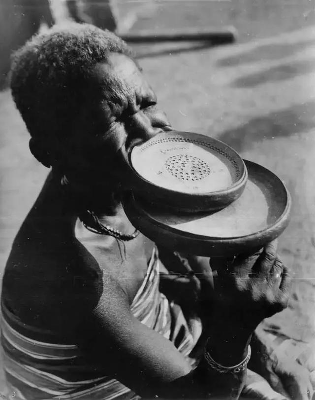 各国旧社会的生活是怎样的?一组反应各国旧社会生活的照片